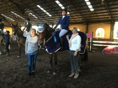 SMc_6060 7YO winnerOaks Valentina & Anna McGregor with owner Patricia Young and Oaks Sport Horses sponsor Alice Cameron